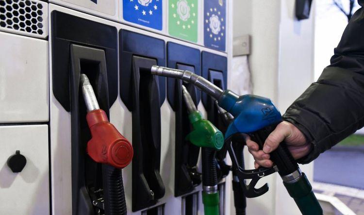 Из-за высокой стоимости в Украине резко сократились продажи бензина