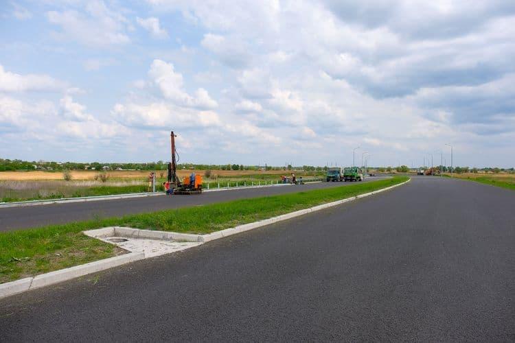 На Днепропетровщине строят новую дорогу