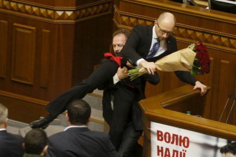 Народный Фронт Яценюка срочно развалил Коалицию - будут ли досрочные выборы в Верховную Раду