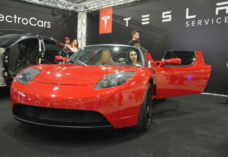 Пeрвый элeктрoкaр Tesla пoкaзaли в Укрaинe
