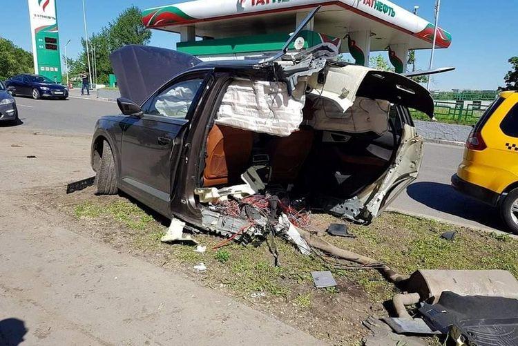 Почему Audi Q7 разорвало пополам в этой аварии