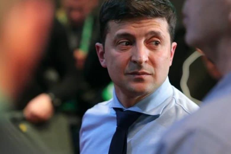 Президент Владимир Зеленский подписал первый указ - №300/2019