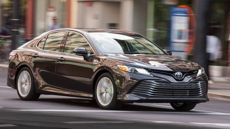 Самая экономичная Toyota Camry выходит на украинский рынок