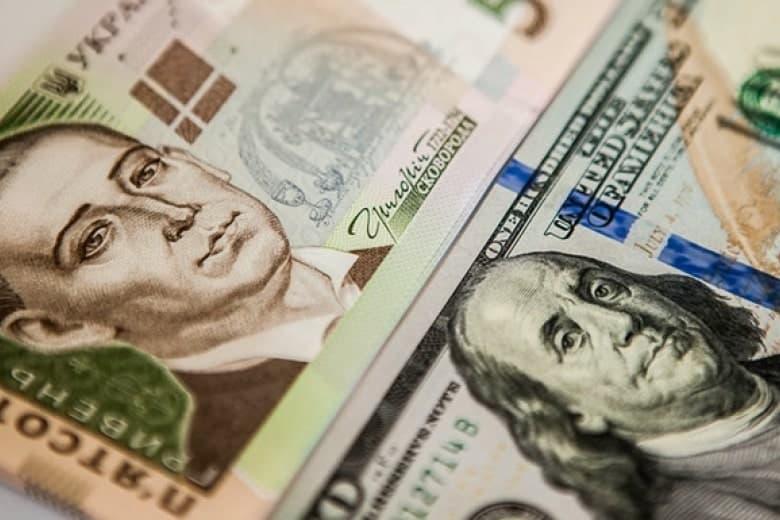 Средняя зарплата в долларовом эквиваленте достигла уровня 2013 года