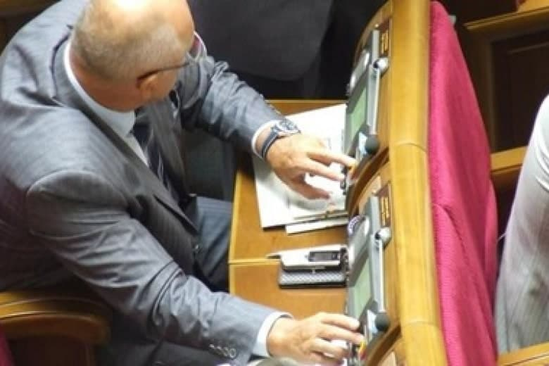 У Зеленского готовят нардепам наказание за прогулы и кнопкодавство