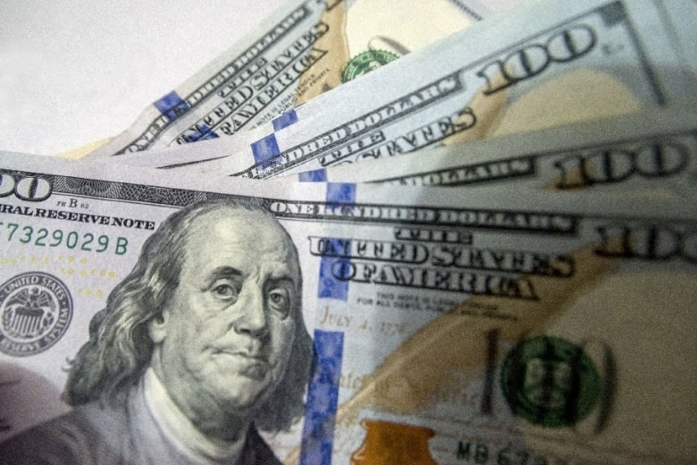 В Украине резко повысился курс доллара