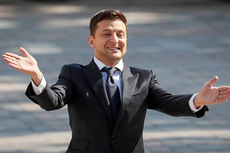 """Зеленский вызвал """"на ковер"""" в АП подавшего в отставку министра обороны Полторака"""