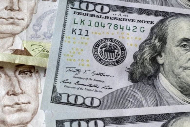 Нужно ли покупать доллары: эксперты дали прогноз по курсу валют