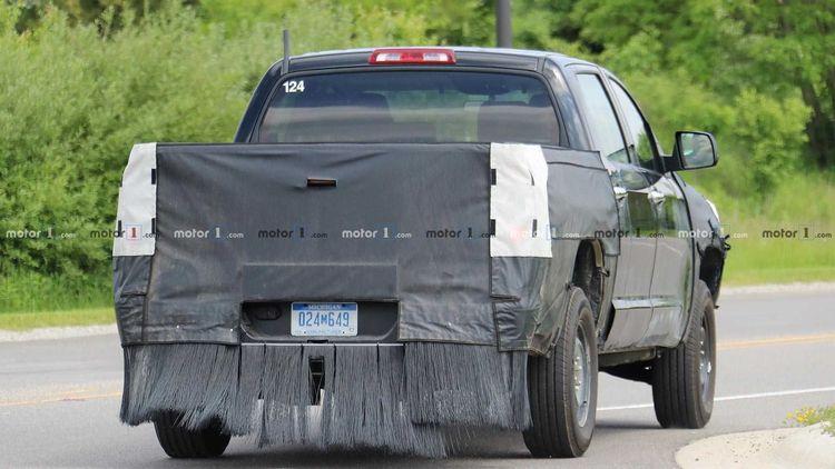 Toyota приступила к тестам гибридной модификации пикапа Tundra