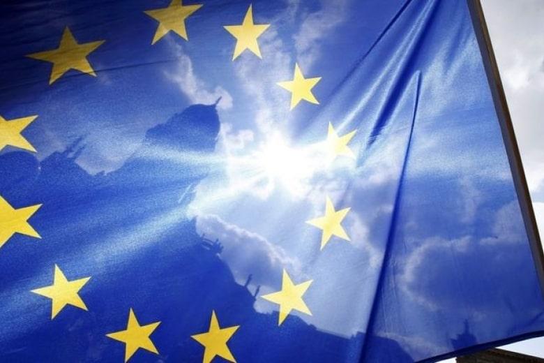В ЕС хлынула новая волна беженцев − защиты просят сотни тысяч человек