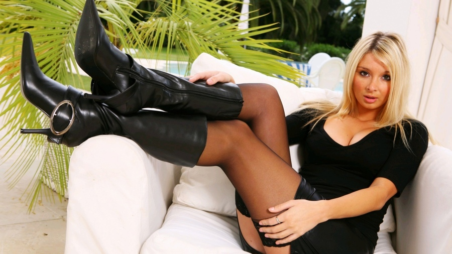 ножки зрелой женщины в ботфортах фото