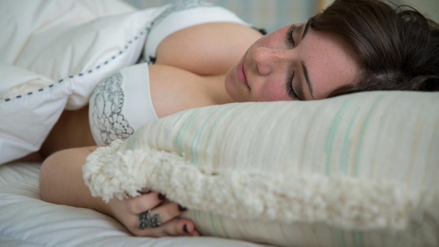 семья собралась фото спящих девчат что роман