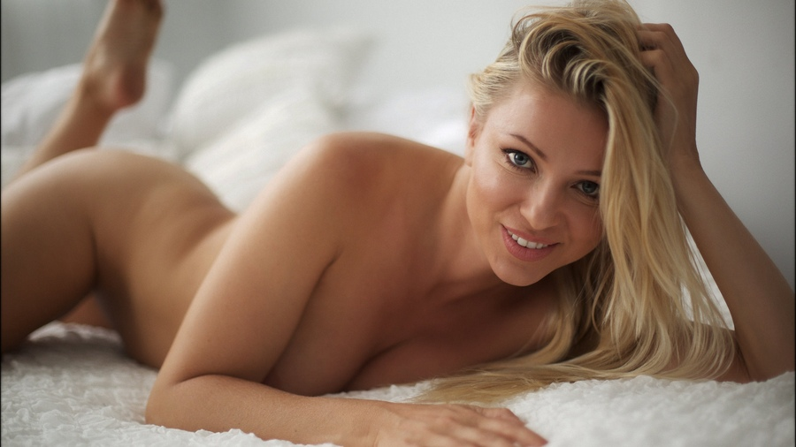 Gorgeous blonde women naked — pic 2