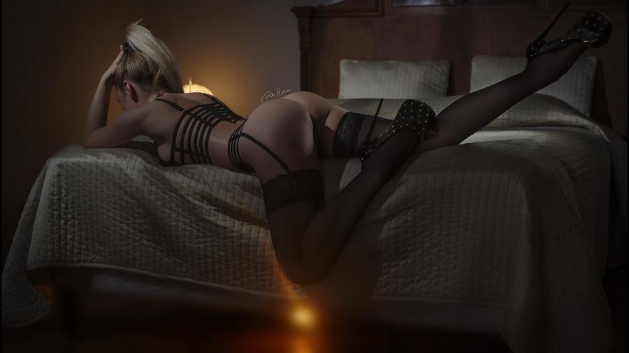 Women Tanned Black Lingerie In Bed Garter Belt Watchersweb 1