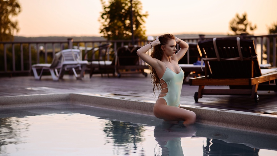 Фото обои women, onepiece swimsuit, swimming pool, sunset, ass, tattoo, women outdoors для всех разрешений монитора