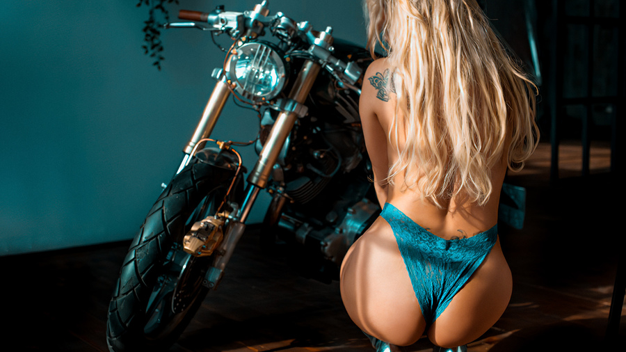 Фото обои women, blonde, brunette, tattoo, squatting, blue panties, women with motorcycles, back, high heels, wooden floor для всех разрешений монитора