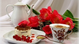 flowers, tulip, Cake, red, cappuccino, red tulips, cup, ягода, торт, coffee
