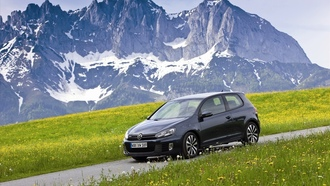 фольксваген, горы, mountains, машины, volkswagen, гольф, фото, auto wallpapers, дорога, new golf gtd, обои, трава