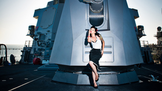 палуба, pinup model shot on a us navy destroyer, пушка