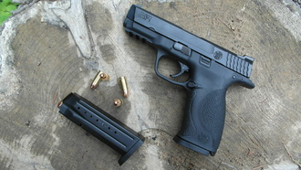 smith & wesson m&p9, пули, обойма, пистолет, пень