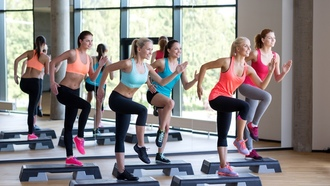 Спорт, located-step-aerobics-fitness-class-group