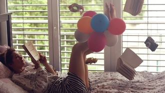 floating, reading, bed, window, книга, balloons, девушки, босиком, camera, striped, clothing, venetian, masks, toys, car, ноги вверх