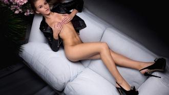 Сиськи вид сверху обои, российские киноактрисы снимавшиеся в порно
