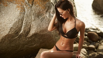 women, tanned, belly, black bikinis, sittings, unglasses, rocks