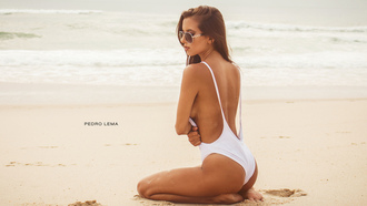 women, ass, tanned, Pedro Lema, kneeling, sand, sea, sunglasses, women outdoors, one-piece swimsuit