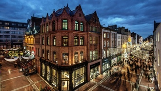 shops, evening, houses, ublin, buildings, streets, twilight, people, lights, city, palaces, reland