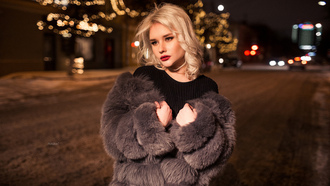 women, blonde, fur, bokeh, portrait, street, looking away, women outdoors, red lipstick