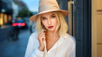 women, hat, ods ranck, blonde, portrait, red lipstick