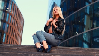 women, blonde, sitting, stairs, belt, leather jackets, jeans, shoes