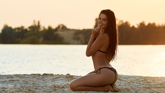 women, kneeling, sand covered, oma hernotitckiy, long hair, sand, sunset, brunette, women outdoors, black bikini, water