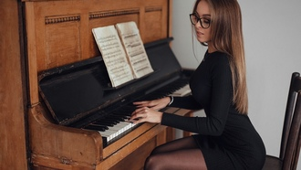 women, sitting, piano, blue nails, usic heet, black dress, women with glasses, long hair, necklace, chair