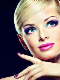 высокое качество, прическа, лицо, руки, яркий макияж, позирует