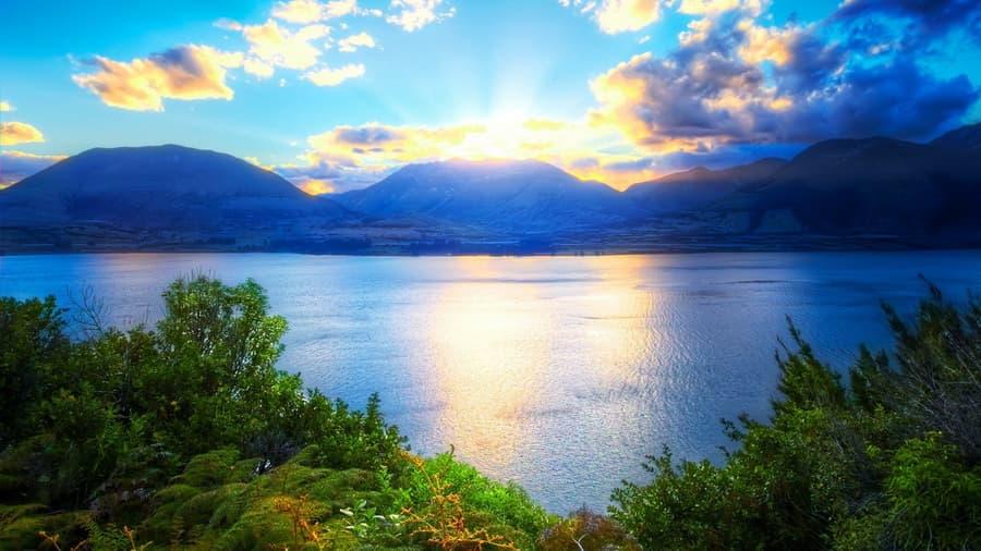 ... , природа, зелень, небо, облака, озеро: www.look.com.ua/28105-gory-solnce-rastenija-krasivo-trava-voda...