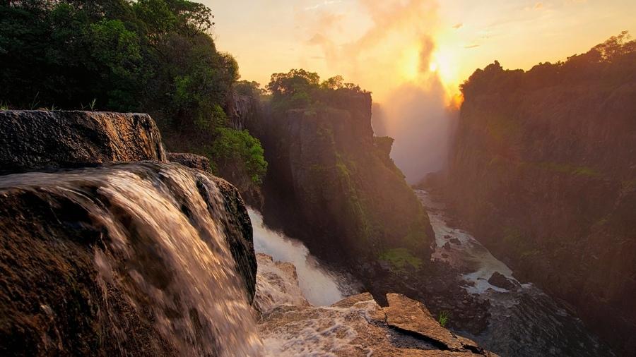 Обои waterfalls облака fog вода туман forest