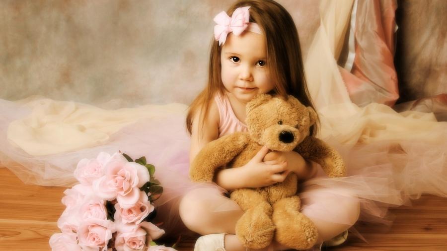 картинка девочка с цветком: