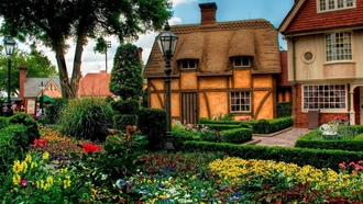 cityscapes, ���, garden, ������ ���, ��������� �������, old house, �����, flowers