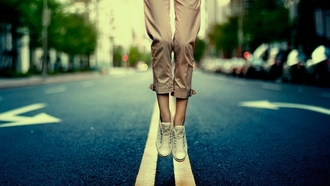 legs, ����, bokeh, �����, marks, ��������, ������, ������, road, shoes, jump, town, 1920x1200, city, �����, ����