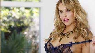 mia malkova, sexy, girl, lingerie, negligee, peignoir, necklace, curl, friz, whore, view, look, brownette, beautiful
