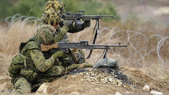 soldiers, canadian army, c6 and c9 machine guns