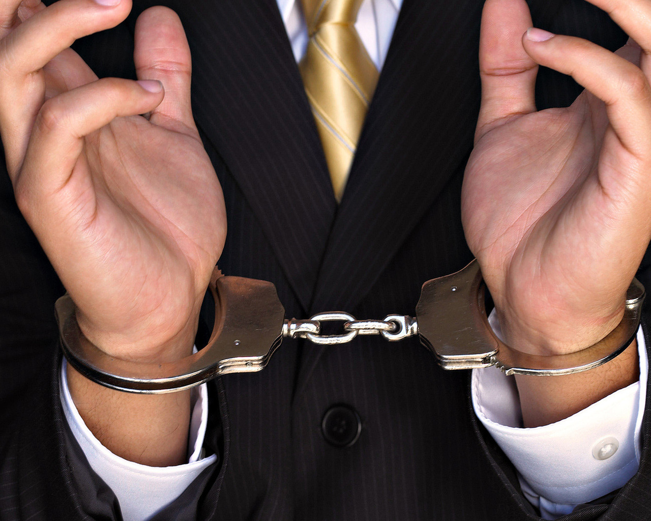 Раб в наручниках 2 фотография
