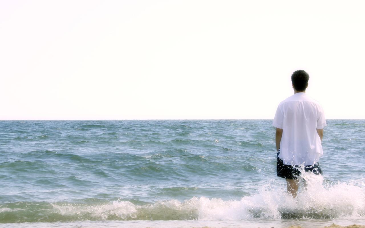 foto-parnya-na-beregu-okeana