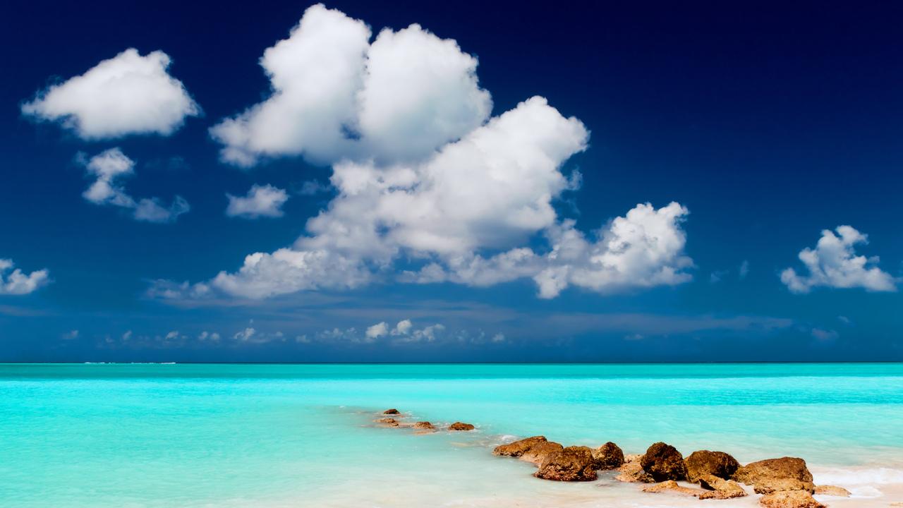 Пляж небо море камни песок пейзаж