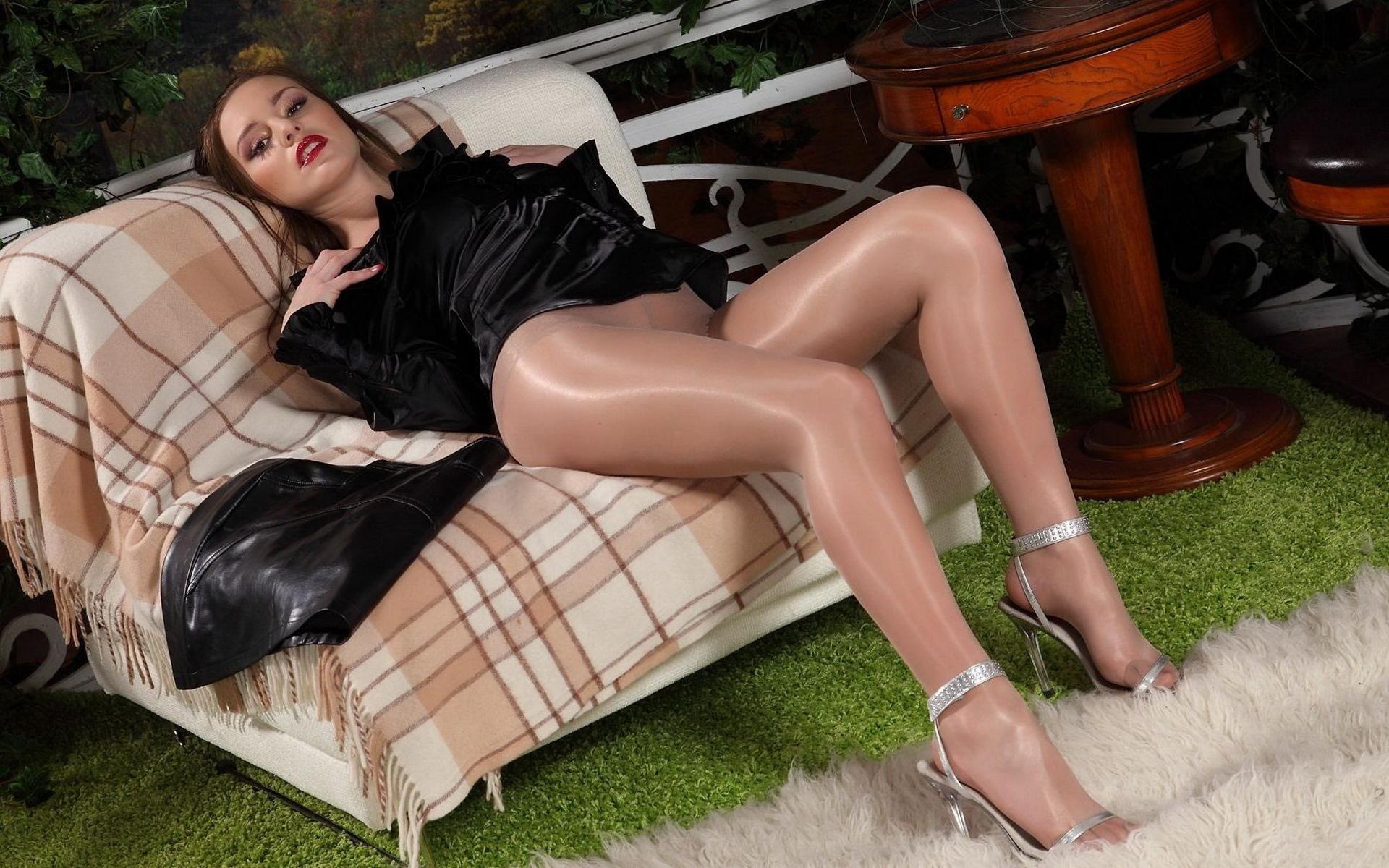 Порно в туфлях чулках колготках