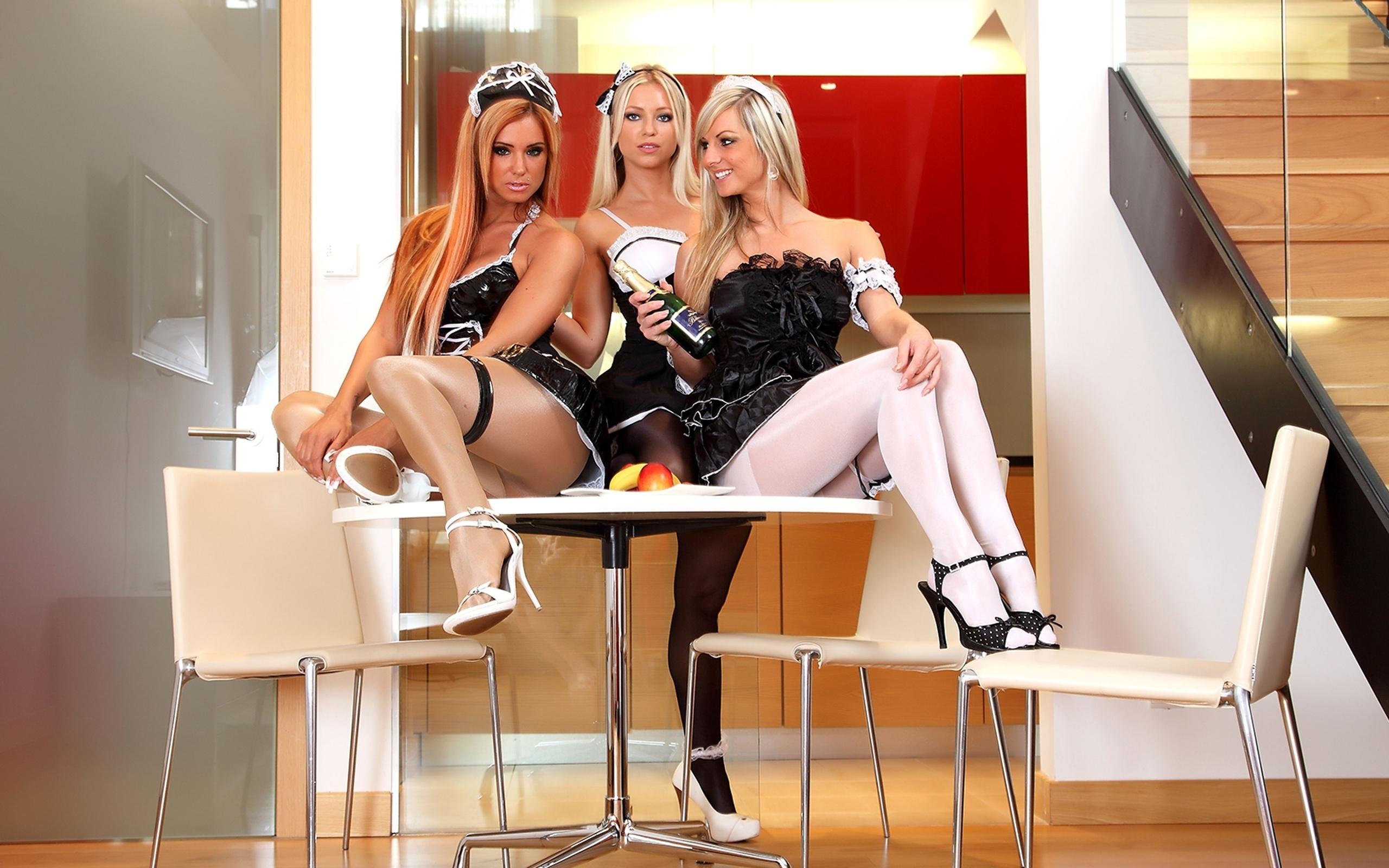 Сексуальные девушки в чулках и на шпильке 6 фотография