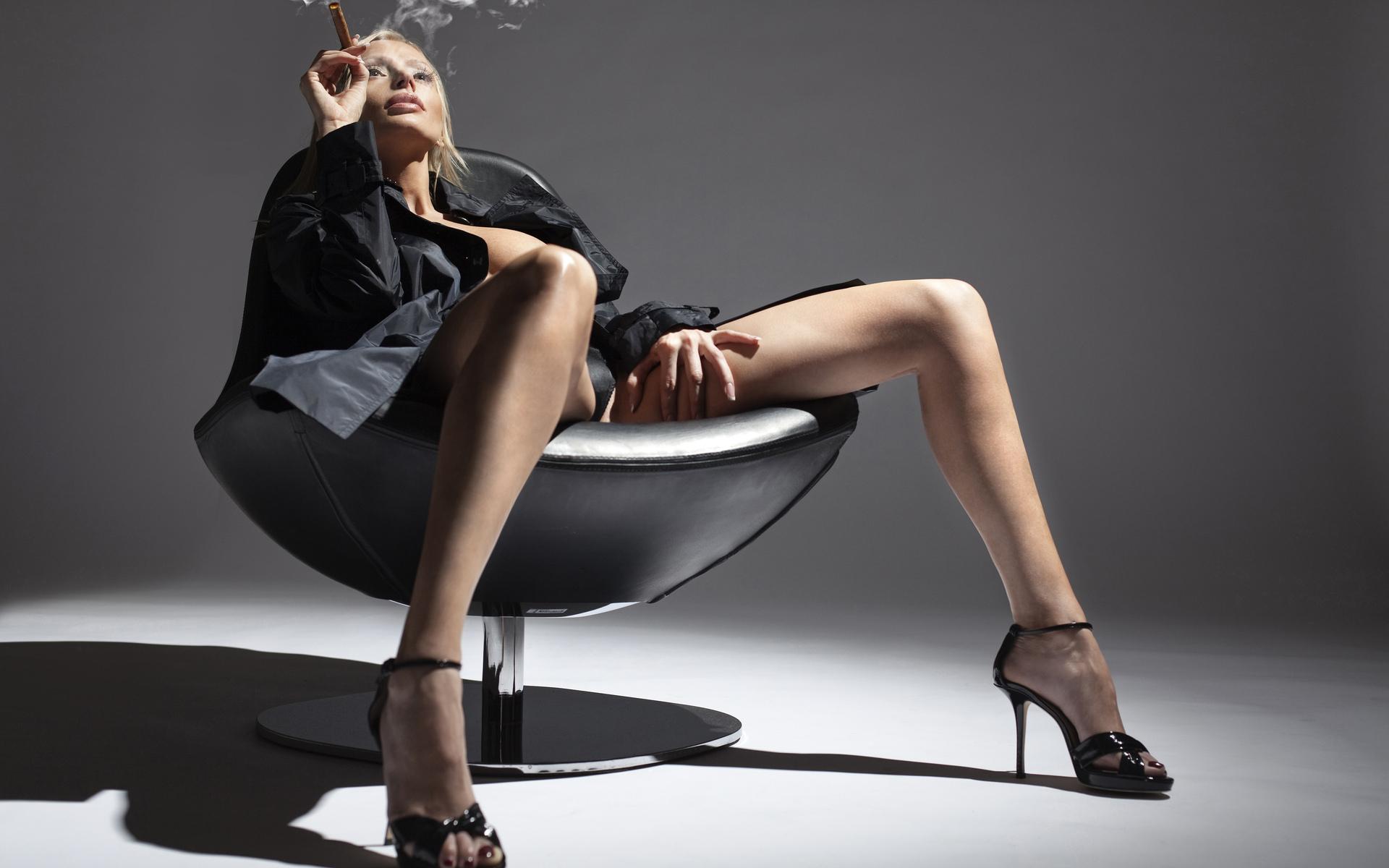 Эро фото женщин блондинок в чёрных чулках 30 фотография