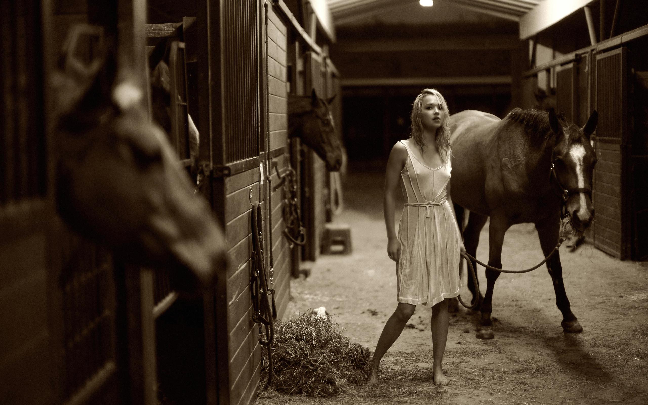 Секс в конюшне с конюхом 8 фотография